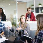Mittelstandsunternehmen in Teambesprechung