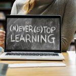 Online-Kurse am Laptop lernen