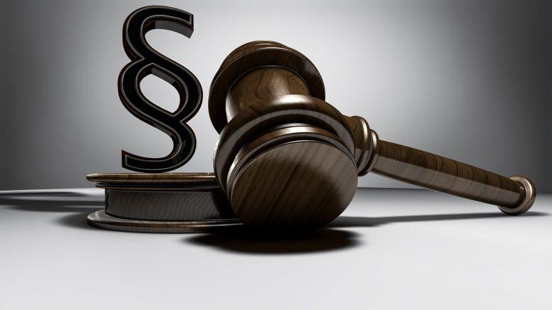 Anwalt und Gericht