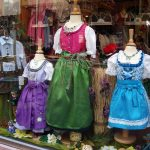 Trachten und Dirndl bzw. Lederhosen im Shop