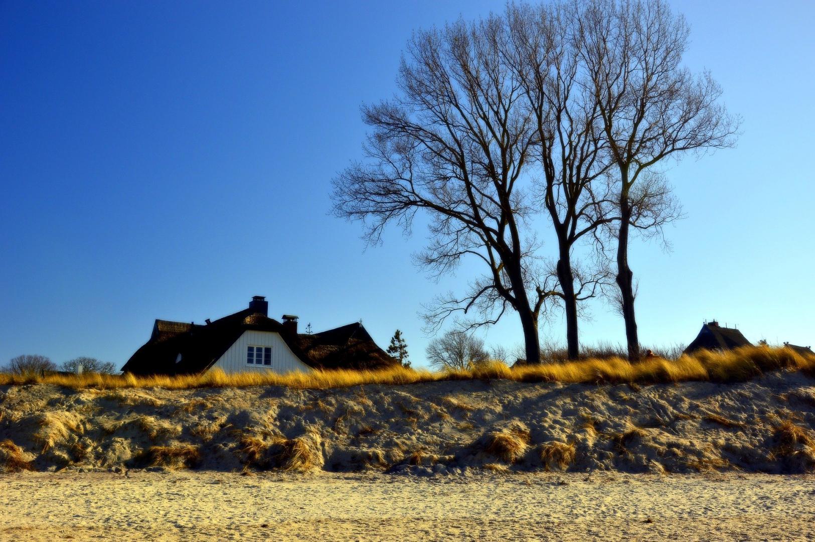 Abbildung 3: Wer sich seiner Liebe zur Ostsee sicher ist, könnte sich auch dort um eine Ferienimmobilie bemühen. Wer lieber einige Jahre an der Ostsee Urlaub macht und dann zum Wattwandern an die Nordsee möchte, sollte besser in einen Wohnwagen investieren. An beiden Orten – sowohl an der Ostsee als auch an der Nordsee – gilt das deutsche Steuerrecht, wenn sich die Immobilie in Deutschland befindet.